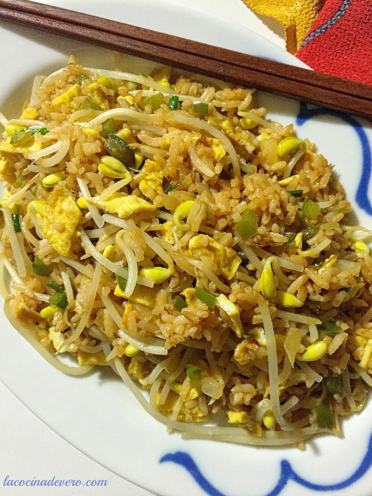 Egg fu yung arroz frito vegetariano