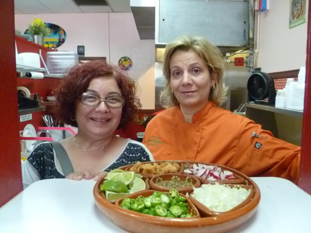 Con Liana Hernandez en la cocina  de Tenango's