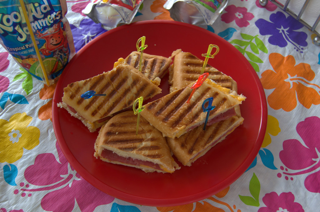 Sandwich con Kraft Singles, Salami y Pickles #Shop