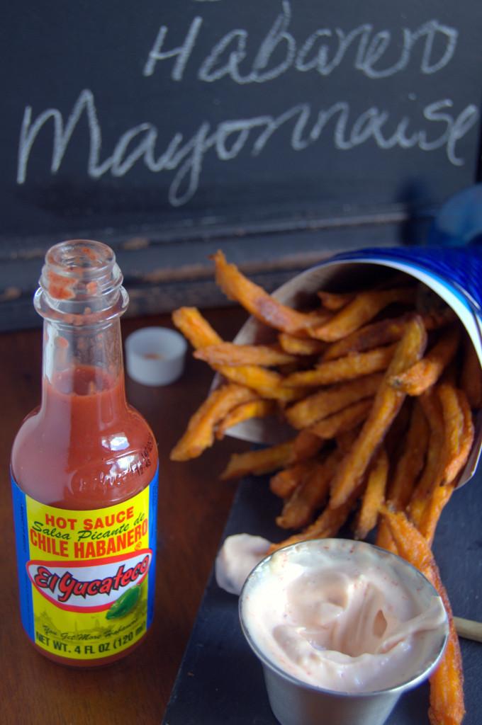 Buenísima la combinación de mayonesa de chile habanero con los boniatos dulces y crujientes. #SauceOn #Shop #CollectiveBias