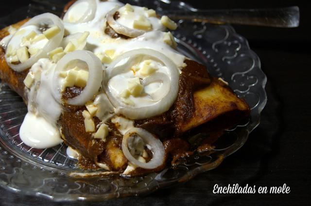 enchiladas en mole