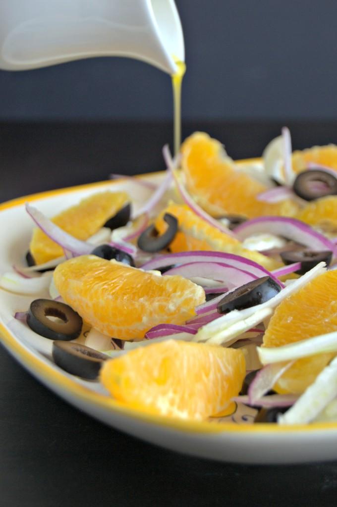 Enslada de hinojo, naranjas, cebolla y aceitunas