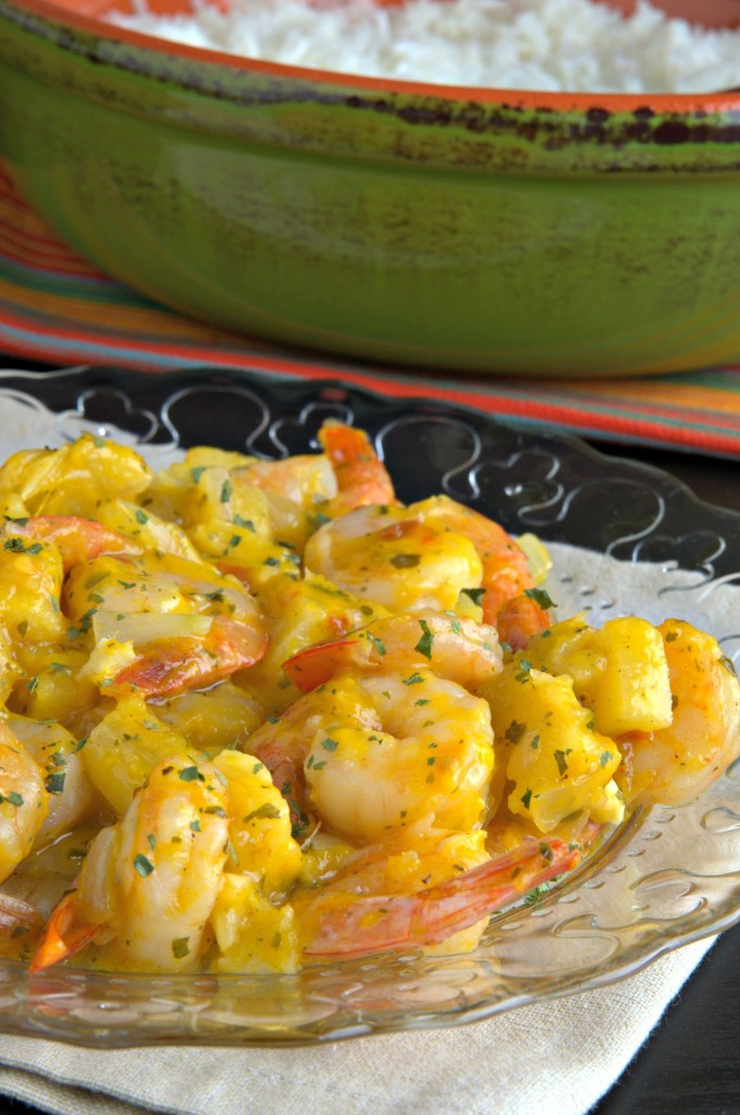 Camarones salteados con piña y mango