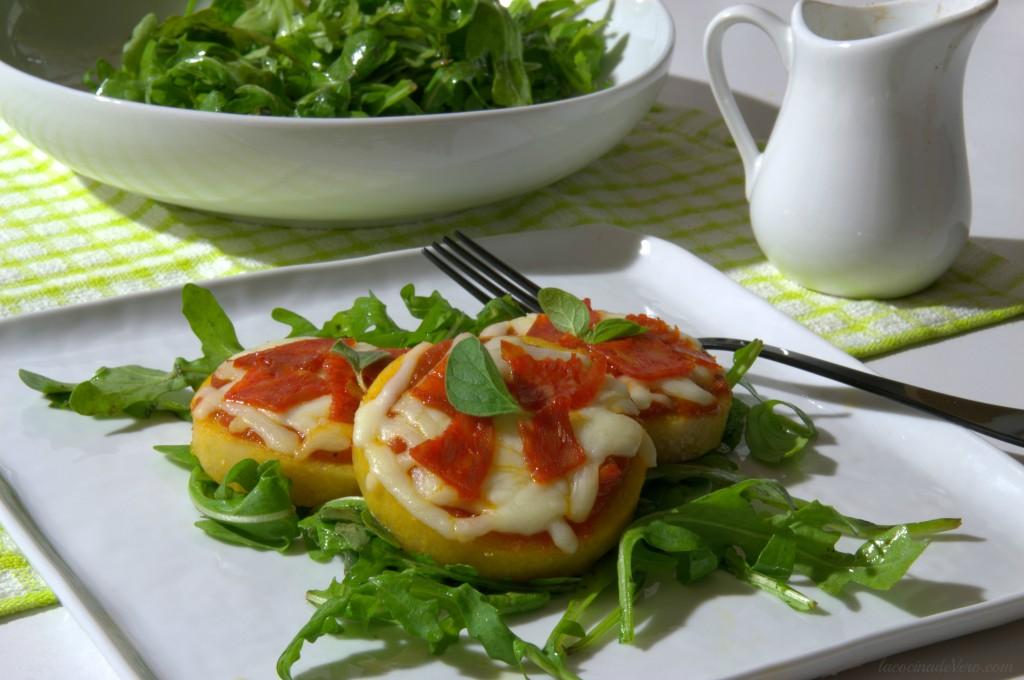 Pizzas de polenta y chorizo