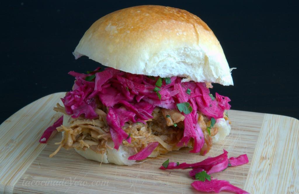 Sándwich de pollo estilo asiático