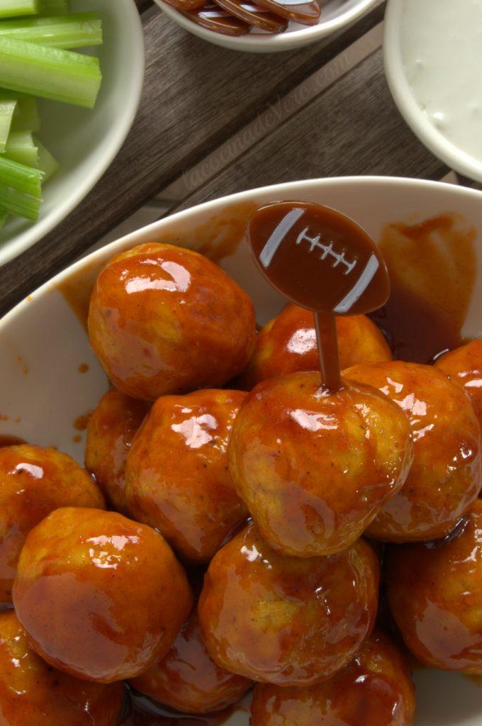 Albóndigas de pollo en salsa Buffalo