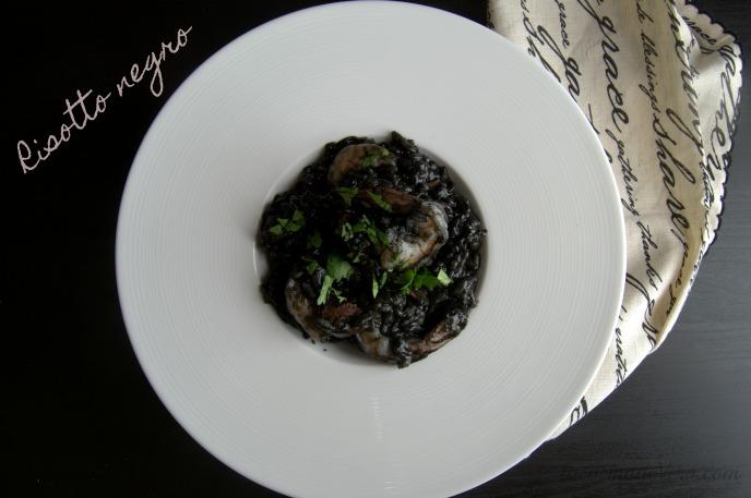 Risotto negro con chorizo y camarones